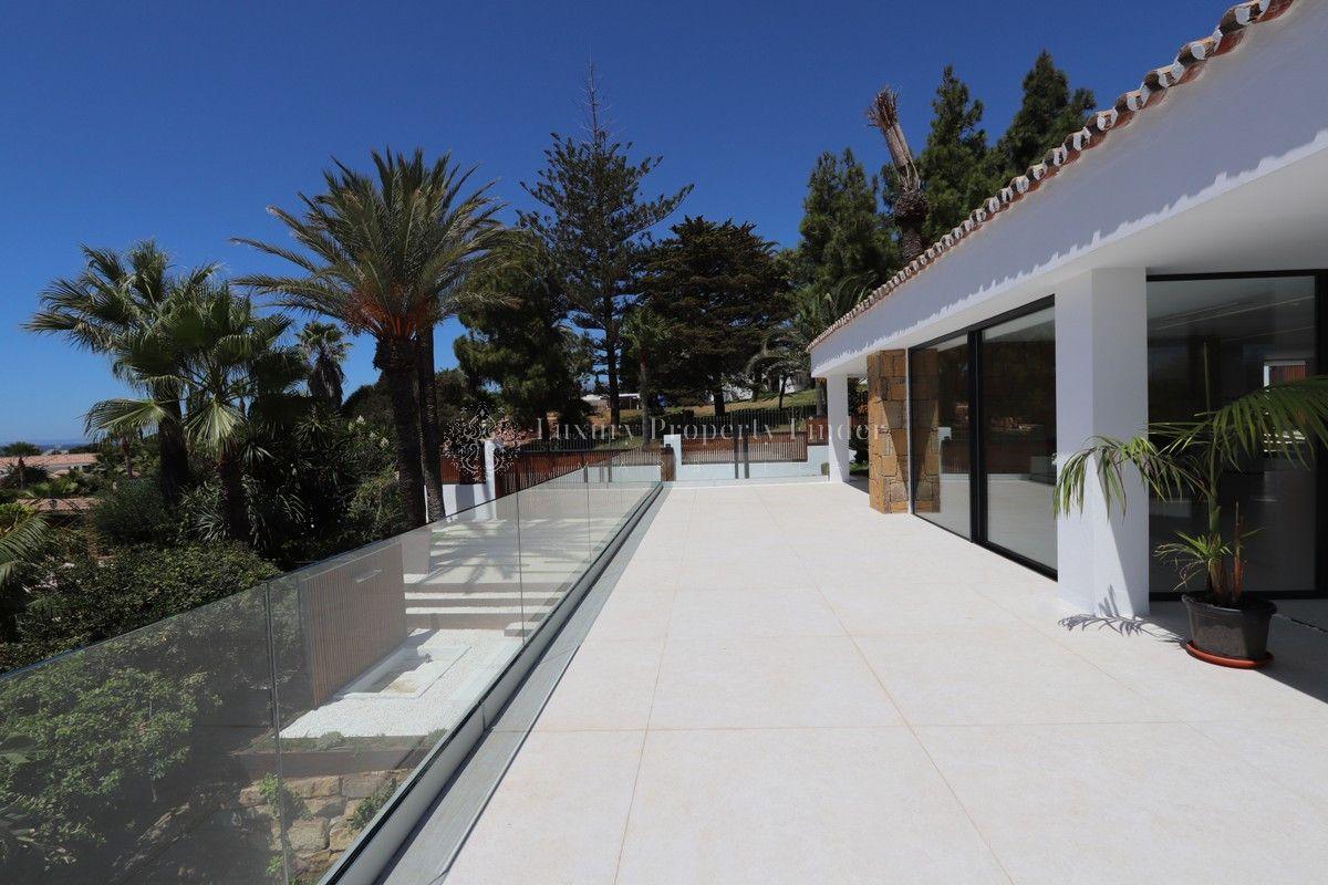 Villa for sale in <i>Carib Playa, </i>Marbella East