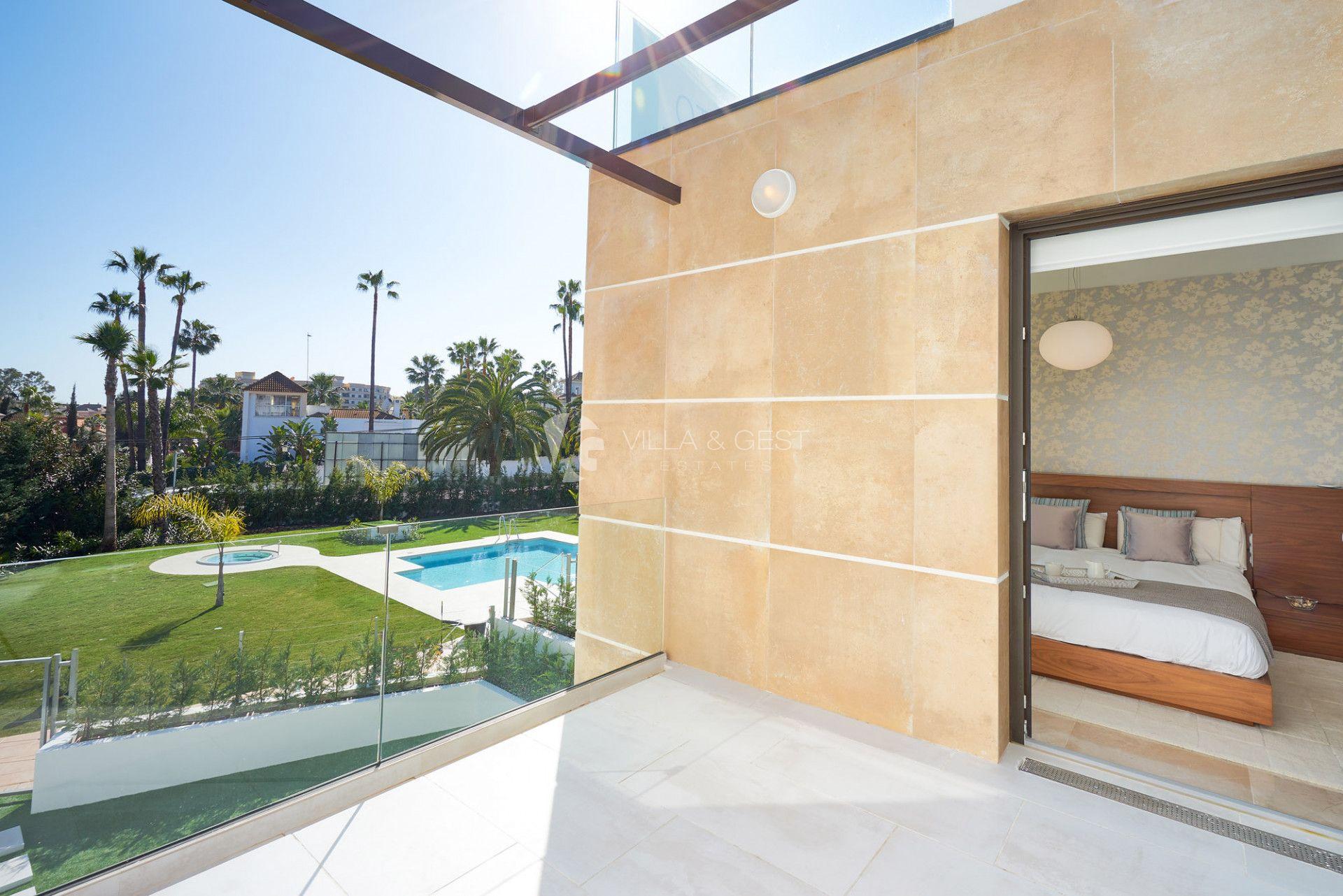 Golden Green, Promoción en Nueva Andalucia